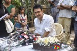Aamir celebrates Birthday with fans
