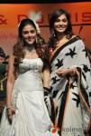 Aarti Chhabria & Ishaa Koppikar Walk The Ramp