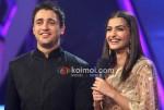 Imran Khan and Sonam Kapoor On Indian Idol