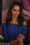 Bipasha wore an off-shoulder, tight, blue dress at the event teamed with a pair of golden, bandage high heels.