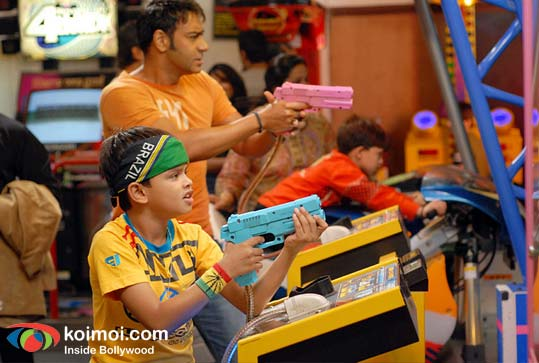 Ajay Devgan, Ameya Pandy (Toonpur Ka Superrhero Movie Still)