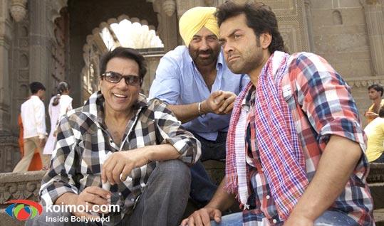 Dharmendra, Sunny Deol, Bobby Deol (Yamla Pagla Deewana Movie Still)