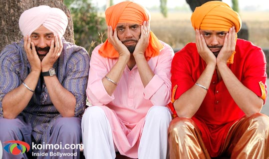 Sunny Deol, Dharmendra, Bobby Deol (Yamla Pagla Deewana Movie Still)