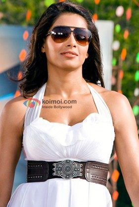 Bipasha Basu in All The Best: Fun Begins Movie
