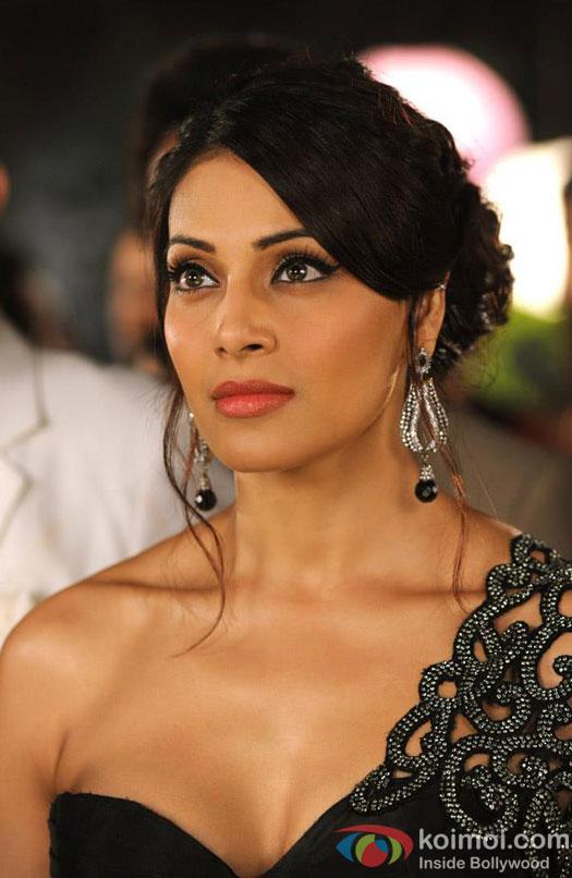 Bipasha Basu Looks Classy in Lace