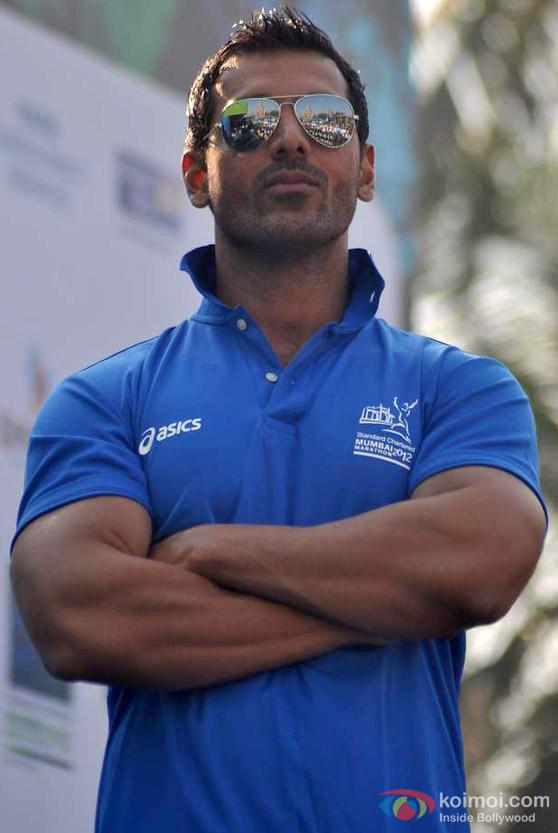John Abraham At Standard Chartered Mumbai Marathon 2012
