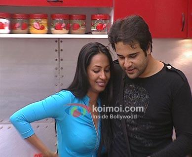 Love Lockup (Kashmera Shah-Krushna Abhishek Episode Stills)