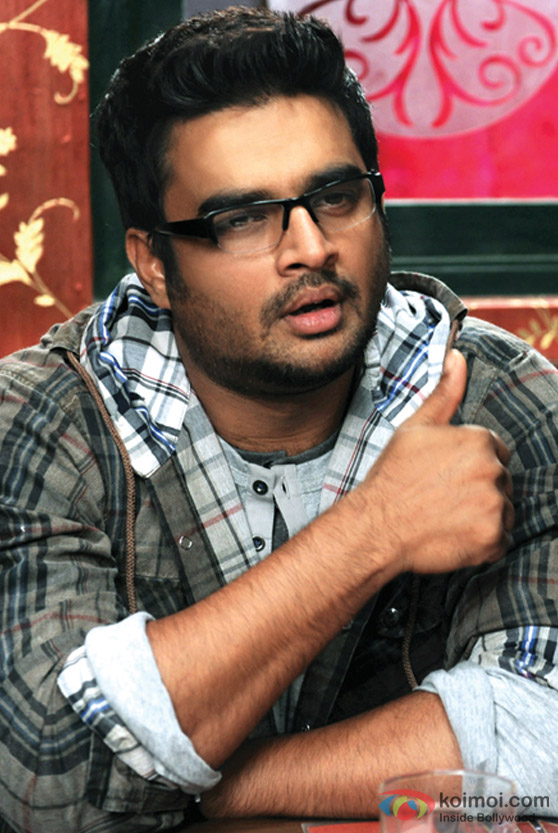 R. Madhavan gives a thumbs up in Jodi Breakers Movie