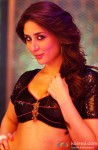 Desi-licious Kareena Kapoor poses in Fevicol Song from Dabangg 2 Movie