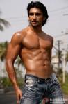 Ranveer Singh flaunts his hot body