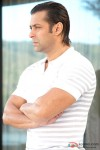 A serious Salman Khan in Main Aurr Mrs Khanna Movie