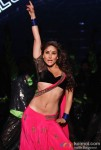 Sexy Kareena Kapoor Seductive Moves in Halkat Jawani Song