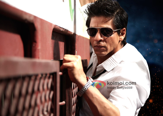 Shah Rukh Khan on a train in Ra.One Movie