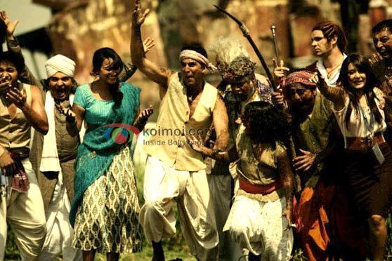 Sonakshi Sinha & Akshay Kumar's Mud Dance In Joker (Joker Movie Stills)