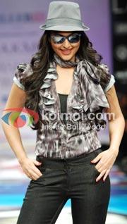 Sonakshi Sinha Hot Item Number