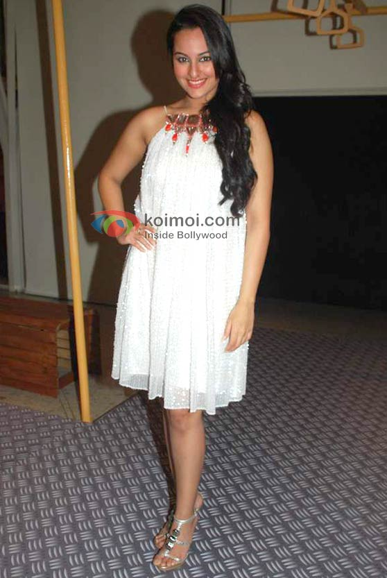 Sonakshi Sinha At Lakme Fashion Week 2010 Opening Night Event