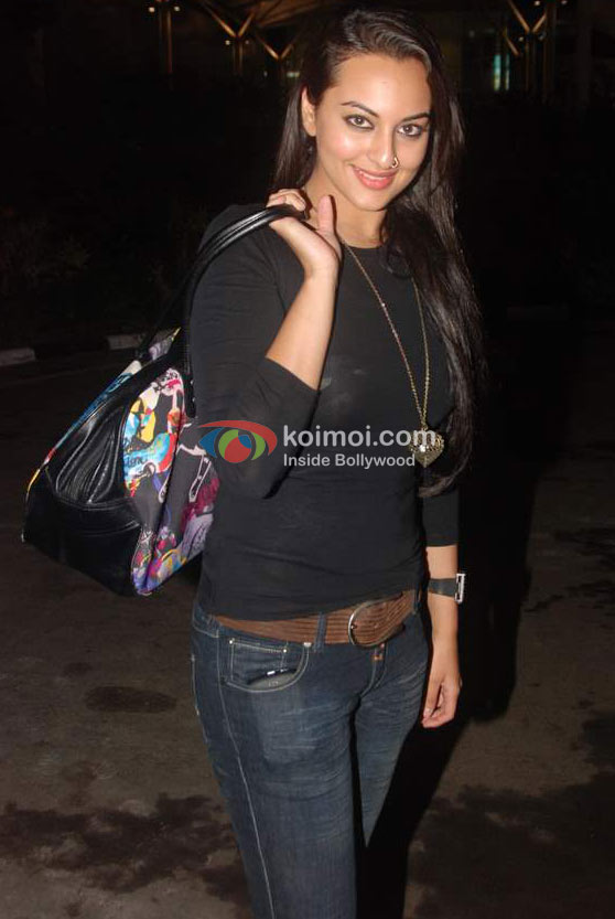 Sonakshi Sinha At Airport