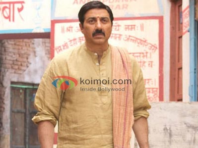 Sunny Deol On The Sets Of Mohalla Assi
