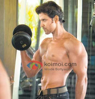 Hrithik Roshan Shows Off His Muscles For Agneepath