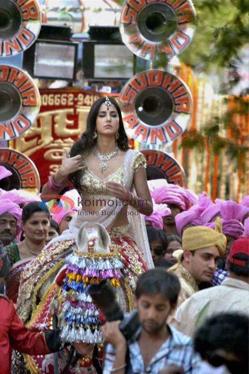 Katrina Kaif's Naagin Dance At The Taj Mahal! (Katrina Kaif - Mere Brother Ki Dulhan Movie First Look)