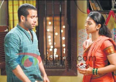 Tusshar Kapoor Gets Steamy With Radhika Apte (Tusshar Kapoor, Radhika Apte Shor In The City Movie Stills)