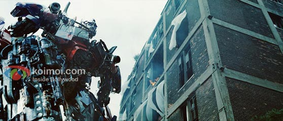Transformers: Dark Of The Moon Review (Transformers: Dark Of The Moon Movie Stills)