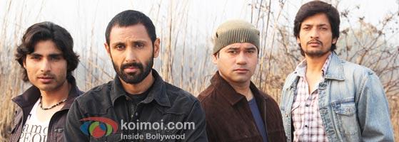 Sahi Dhandhe Galat Bande Review (Sahi Dhandhe Galat Bande Movie Stills)