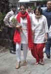 Kajol & Tanuja Bid Farewell To Photographer Gautam Rajadhyaksha