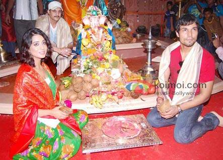 Jimmy Shergill, Mahie Gill & Randeep Hooda At Ganpati Mandal
