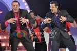 Sanjay Dutt & Salman Khan make an entry on Bigg Boss 5