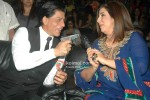 Shah Rukh Khan & Farah Khan share a light moment
