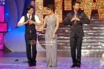 Shah Rukh Khan, Priyanka Chopra & Hrithik Roshan shake a leg