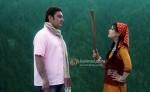 Vinay Pathak, Riya Sen (Tere Mere Phere Movie Stills)