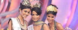 Neha Hinge, Manasvi Mamgai, Nicole Faria At Winners Of Femina Miss India 2010 Finale