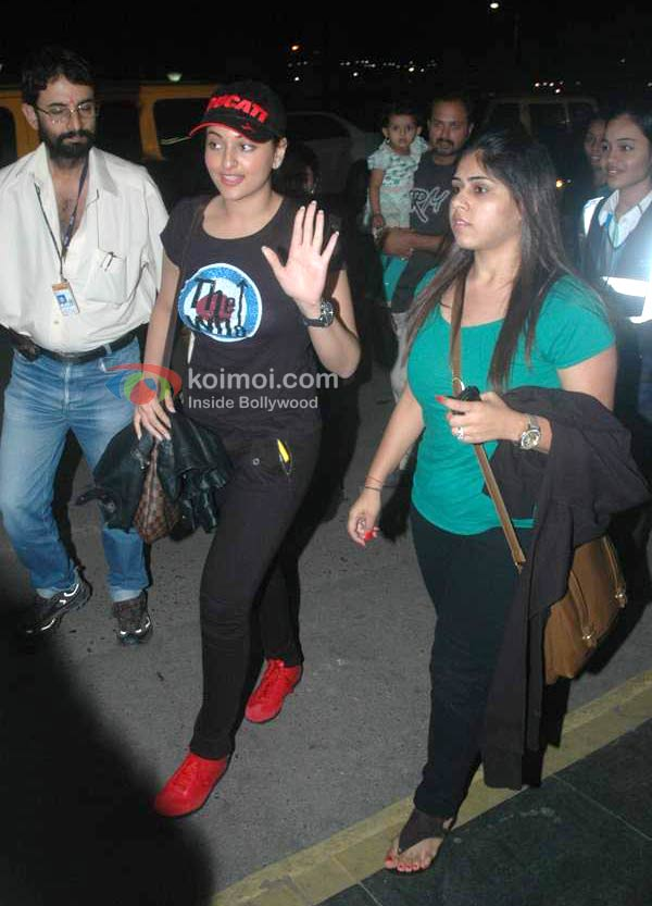 Sonakshi Sinha Spotted At Mumbai International Airport