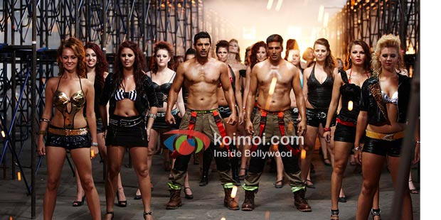 John Abraham and Akshay Kumar in Desi Boyz