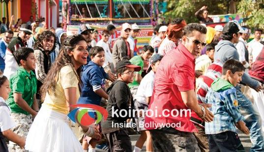 Asin, Salman Khan in Ready