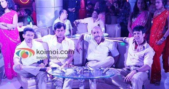 Chaalis Chauraasi Review (Chaalis Chauraasi Movie Stills)
