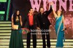 Mahek Chahal, Salman Khan, Sanjay Dutt, Juhi parmar At Big Boss Grand Finale