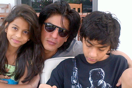 Shah Rukh Khan with childrens Suhana & Aryan