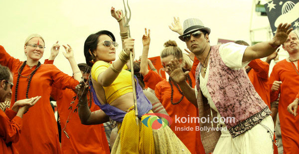 Sonakshi Sinha, Akshay Kumar in Joker