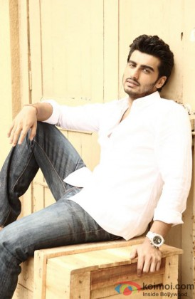 Arjun Kapoor gives a casual pose for the shutterbugs