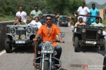 Neeraj Vora and Ajay Devgan in Bol Bachchan Movie Stills