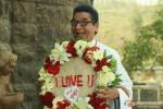 Asrani holding a I Love You bouquet in Kamaal Dhamaal Malamaal Movie Stills