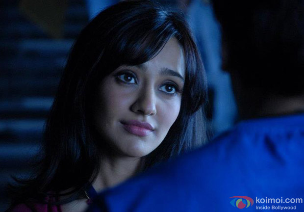 Sarah Jane Dias and Ritesh Deshmukh in a romantic moment in Kyaa Super Kool Hain Hum Movie Stills
