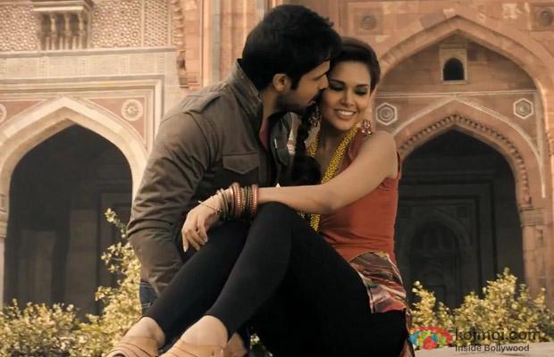 Emraan Hashmi And Esha Gupta Steal A Kiss In Jannat 2 Movie Stills
