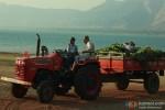 Nana Patekar and Om Puri driving a tractor in Kamaal Dhamaal Malamaal Movie Stills