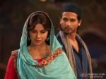 A shy Priyanka Chopra with Shahid Kapoor in Teri Meri Kahaani Movie Stills