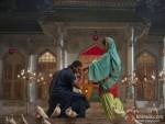 Shahid Kapoor pray for Priyanka Chopra in Teri Meri Kahaani Movie Stills
