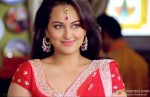 Sonakshi Sinha smiles in Rowdy Rathore Movie Stills
